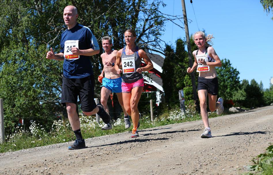 Stomperudløpet2018-6km-Petter Antonsen løper sammen med datter Selma