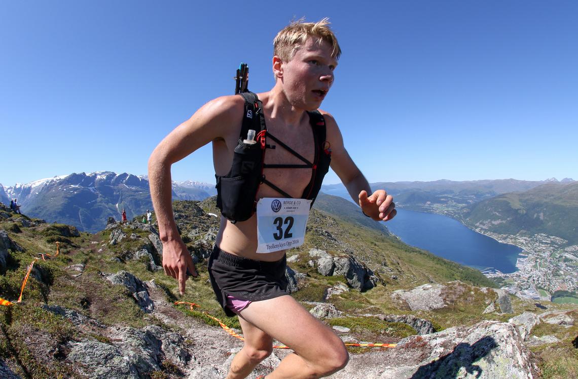 Lars Åkernes Rimereit fra Eidsdal IL, vinner av herreklassen i 2018 med tiden 36.47. Foto: Martin Hauge-Nilsen.