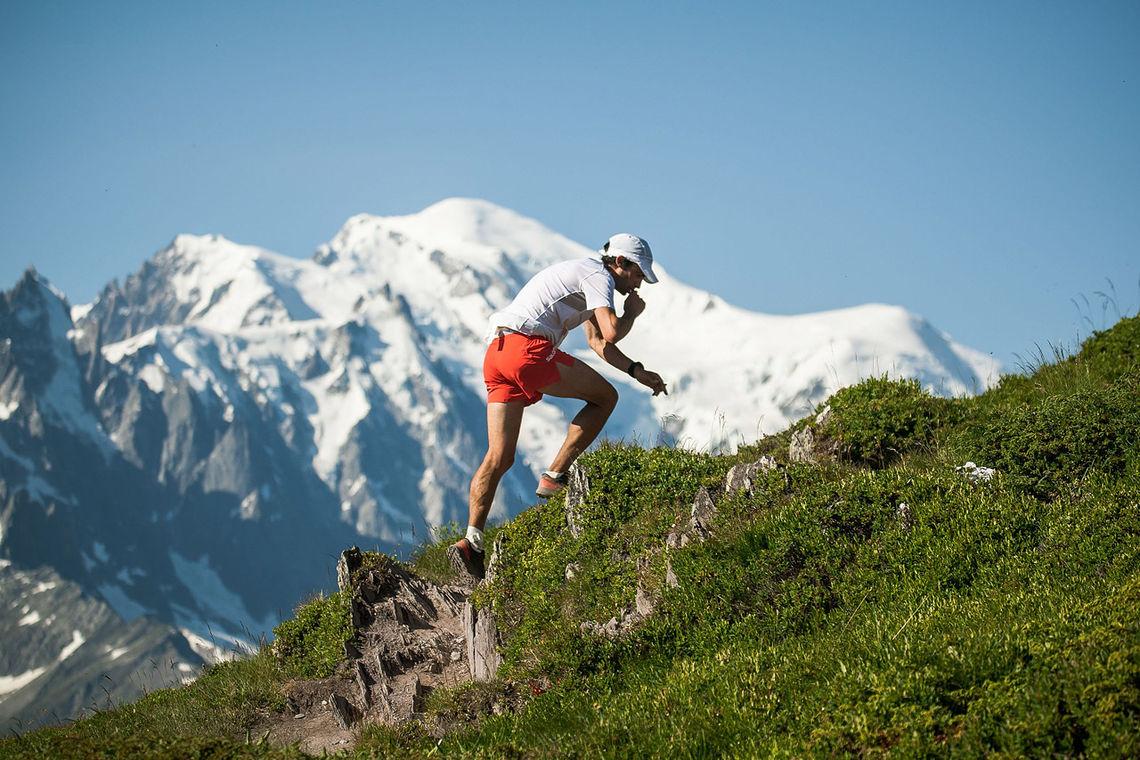 I varmt sommervær og storslagne omgivelser løp Kilian Jornet fra alle konkurrentene. (Foto: Fabian Bodet / Mont Blanc Marathon)