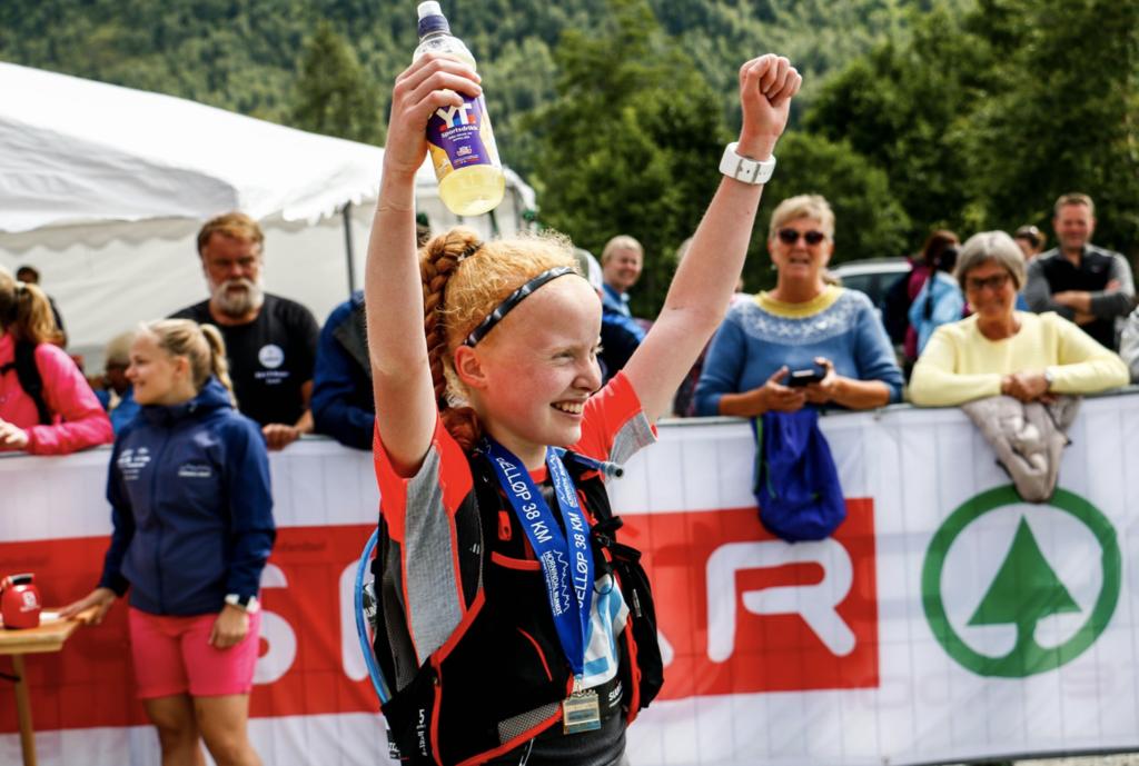 14-åringen Live Sollid, fra Hornindal IL vant dameklassen på tiden 5.27.58.  Foto: Arrangør.