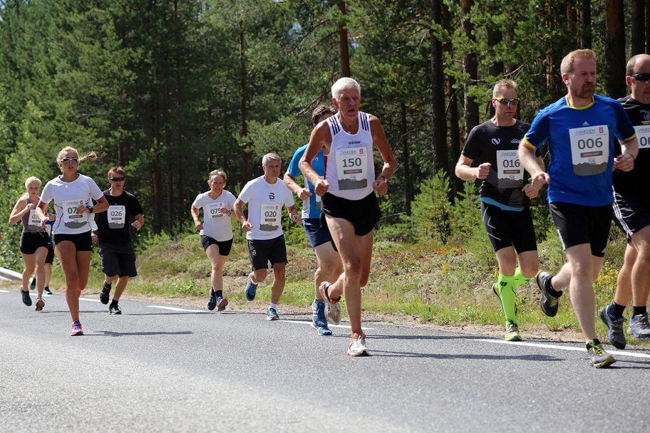 Oddbjørn Evensen (nummer 150) fra Flisa vant Risberget Rundt i 1983. I år deltok han for 33. gang og sier at det er viktig å holde seg i form.