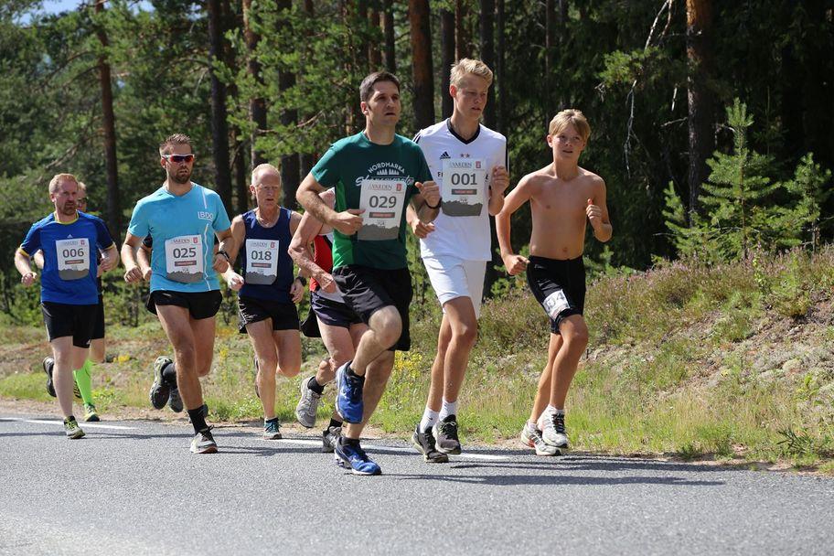 Ut fra start: 004 Halvor Svenkerud, Våler, 001 Thor Håkon Nerstad, Våler, 029 Alexandre Galland, Elverum, 018 Oddvar Fauske, Ottestad, 025 Petter Kroken, Åsnes-Finnskog IL, og 006 Stian Furulund, Oslo Ørn.