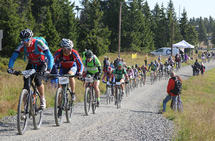 Syklister i 20-åra sykler i snitt fortere enn syklister i 50-åra. Har det noe med restitusjonsevnen å gjøre? (Foto: Rolf Bakken)