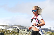 Julie Aspesletten på vei fra Finse til Haugastøl og seier i Rallarvegsløpet 2018. (Foto: Bjørn Johannessen)