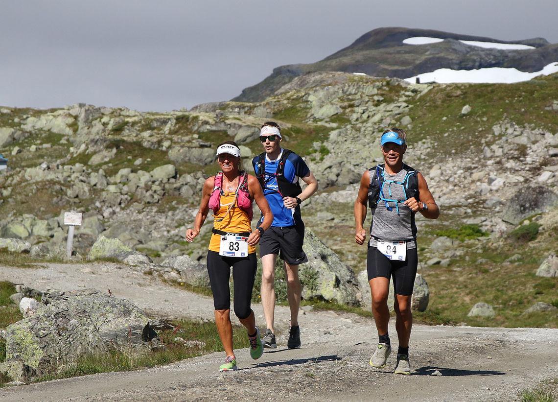 Etappe to, som i 2019 ble et eget løp, bølger seg slakt nedover de 27 kilometerne fra Flåm til Haugastøl. (Foto: Bjørn Johannessen)