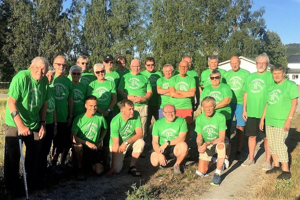 Arrangementskomitéen og deler av servicefunksjonærene med helt nye grønne t-skjorter. (Foto: Kongsvinger Maraton)
