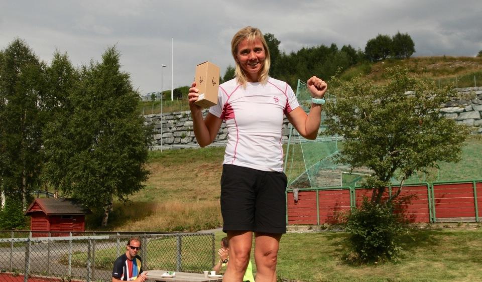 Mona Grindberg fra Verdal FIK var beste kvinne og totalt nest beste løper på maraton i heite Hornindal. Foto: Helge Fuglseth