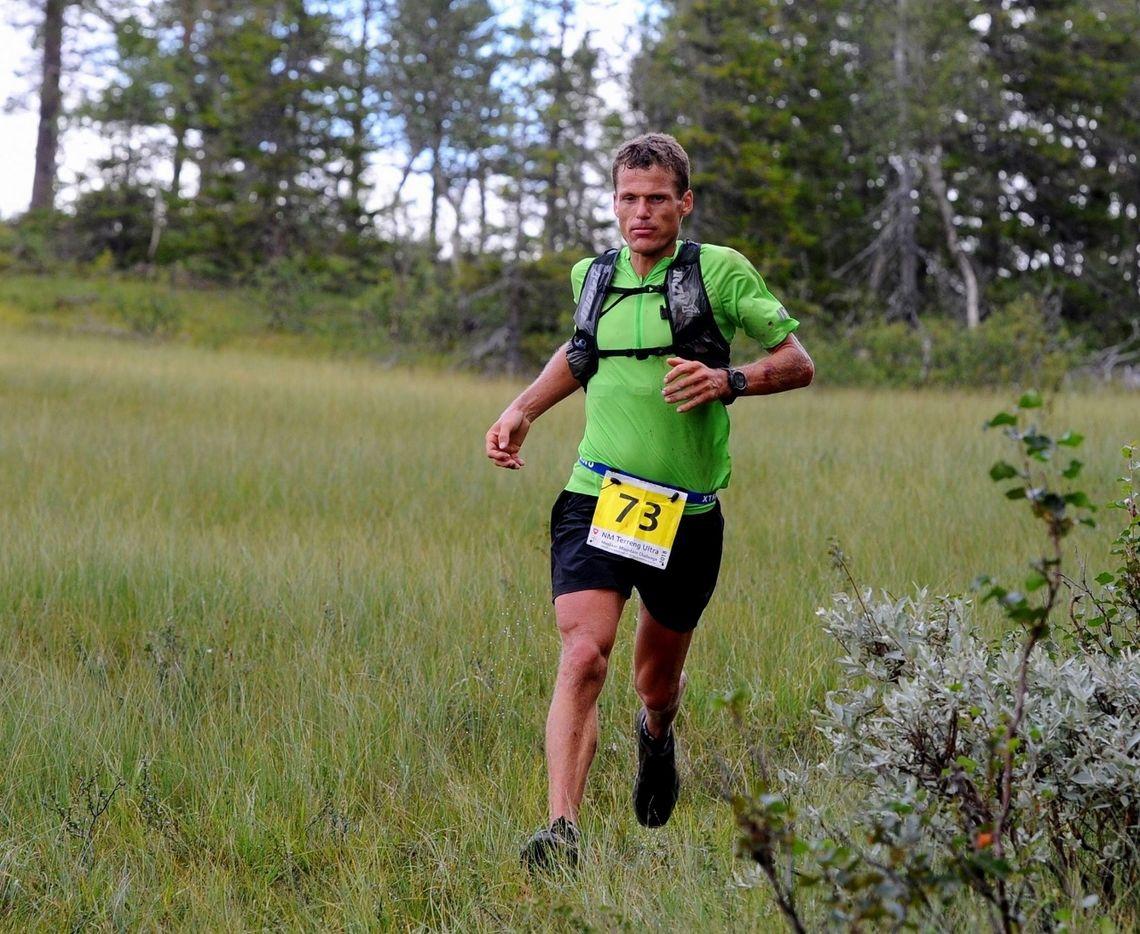 Hallvard Schjølberg kvalifiserte seg til VM med seier og fantastisk løyperekord i NM terrengultra i Meråker.Senere sto han for en av tidenes beste norske ultraløpsprestasjoner med 4. plassen i UTMB. (Foto: Arne Brunes)