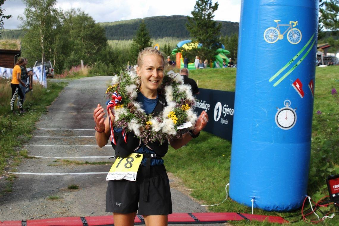Henriette Brynthe, her etter seieren på NM terrengultra 2018, vant Ultratrippeln og søndagens lengste distanse i Sandsjöbacke Trail. (Foto: Olav Engen)