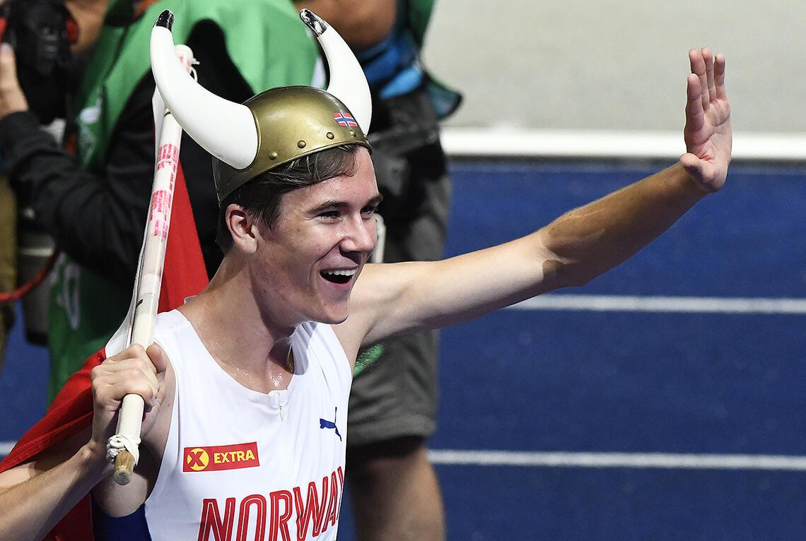Jakob Ingebriggtsen etter å ha løpt inn til gull på 1500 meter i årets friidretts-EM i Berlin. (Foto: Bjørn Johannessen)