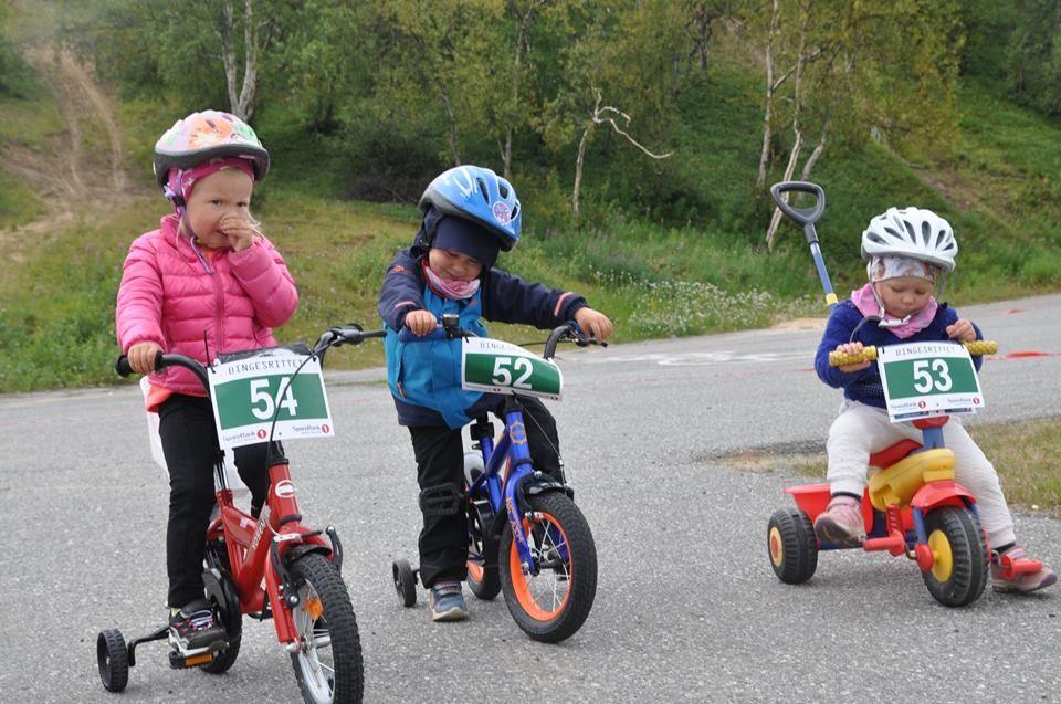 Tidlig krøkes må den som senere skal delta i Bingesrittet og Offroad Finnmark. (Foto: Aslak Anders Skum)