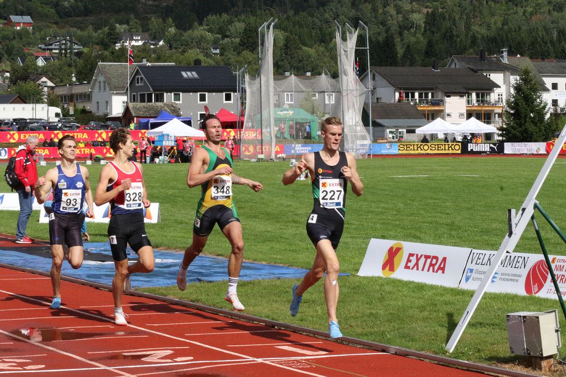 Filip Ingebrigtsen tok en enkel seier i det 1. heatet