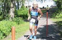 Oddvar Haugen i gang med 10 km løping som avslutning på normaldistansen under Rena Triathlon i 2015.
