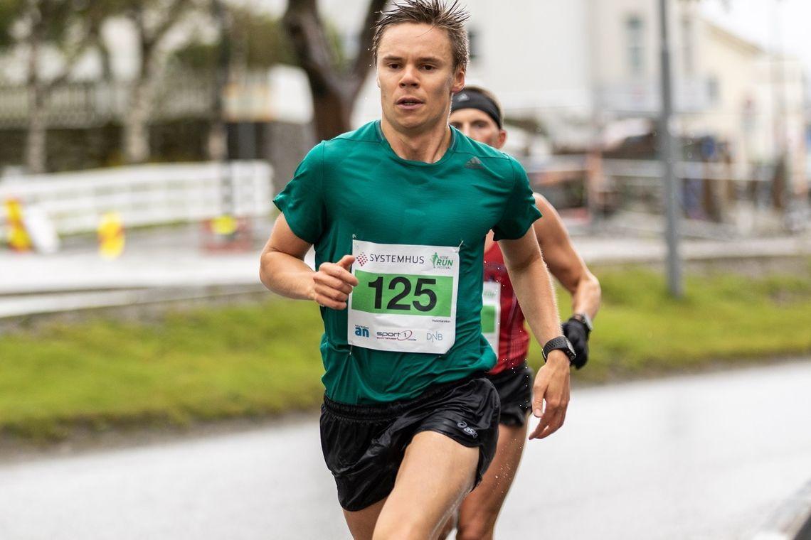 Erik Lomaas vant halvmaraton i Bodø Run Festival. Foto: Sylvain Cavatz