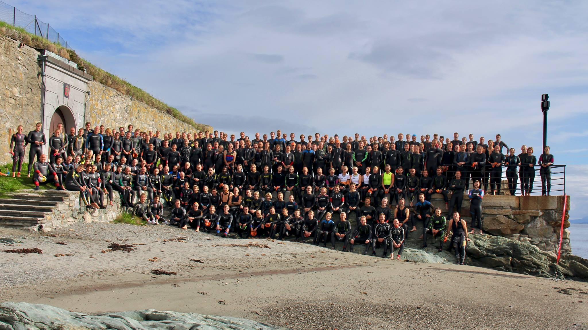 Deltagerne_før_svømming_på_Munkholmen.jpg