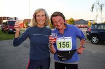 Eva Carlsen (78) og Signy Henden Rustlie (80) holder ut i konkurransemiljøet, og har åpenbart klart den mentale tilpasningen til saktere fart med økende alder. Bildet er fra ABIK-karusellen i august i år. (Foto: Bjørn Hytjanstorp)