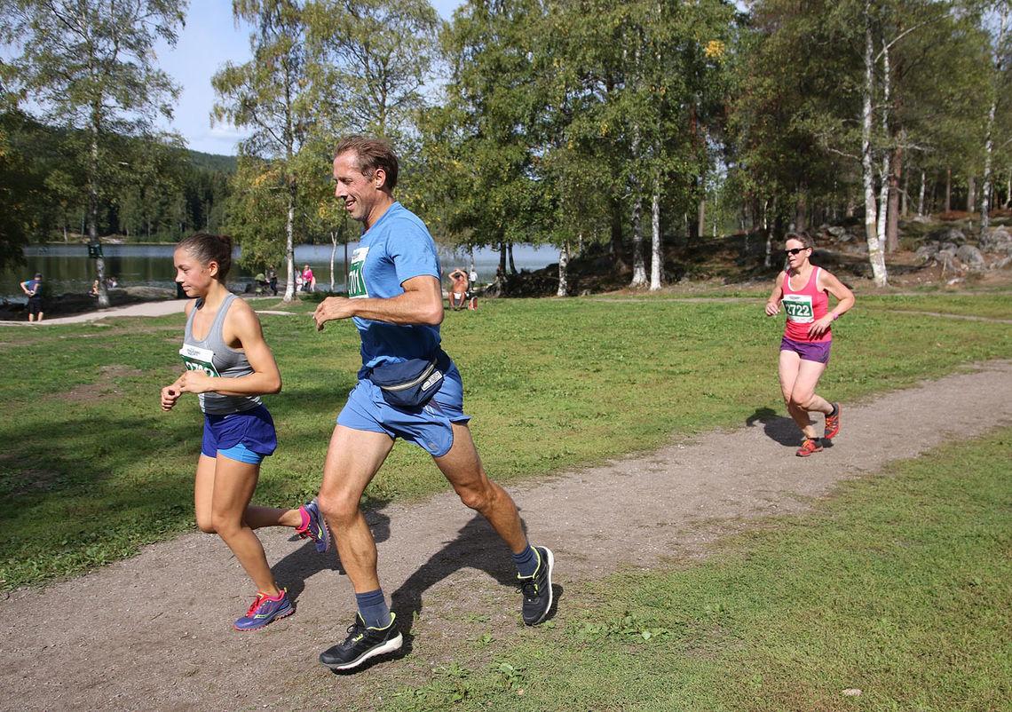 Alle distansene går forbi idylliske Sognsvann når det er en drøy kilometer igjen. (Foto: Runar Gilberg 2018)