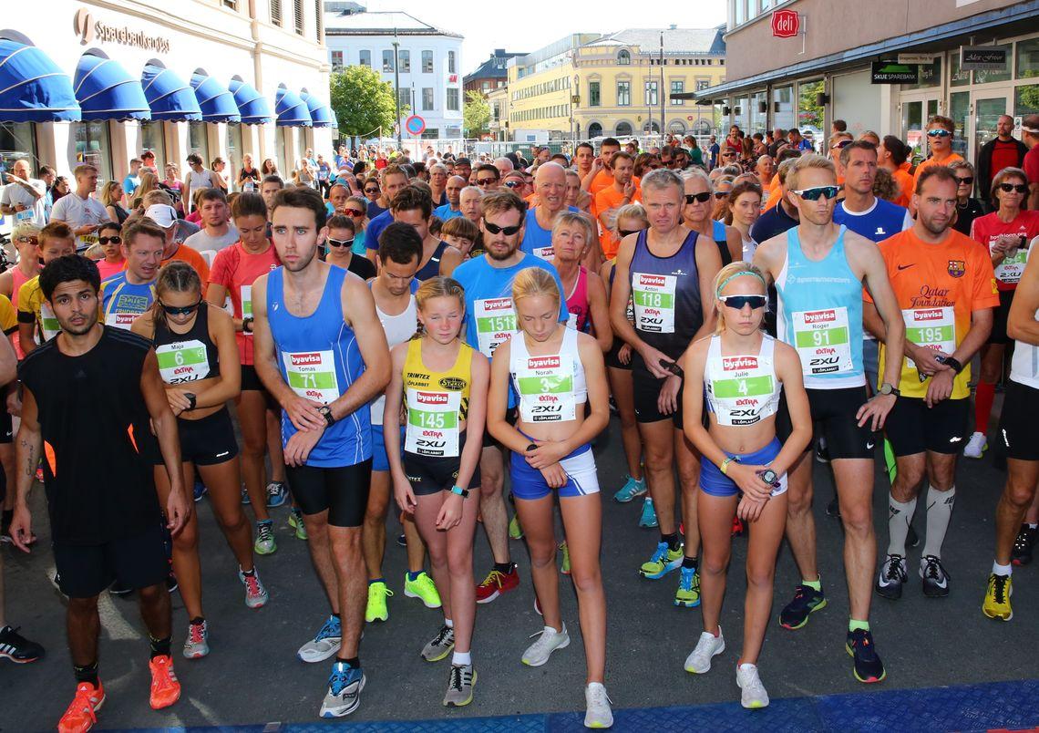 Fra starten på 5 km i Drammen. (Foto: Bjørn Hytjanstorp)