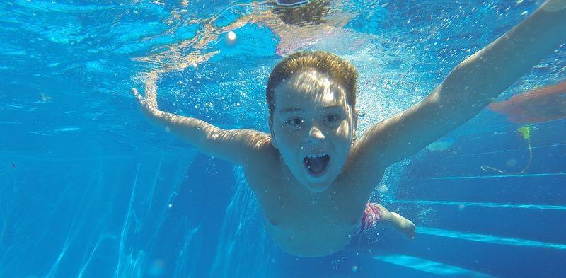 Bilde av en som svømmer