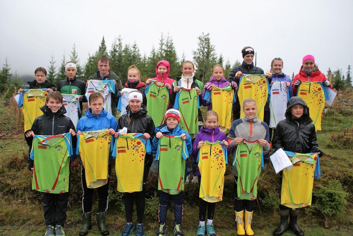 Alle trøyevinnere i Nammo-Cupen 2018 samlet på ett brett. (Foto: Stein Arne Negård)