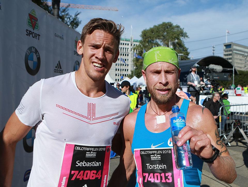 Torstein Bjerland (til høyre) leda før 10 kilometeren, men måtte se Sebastian Håkansson passere seg i sammendraget. (Foto: Kjell Vigestad)