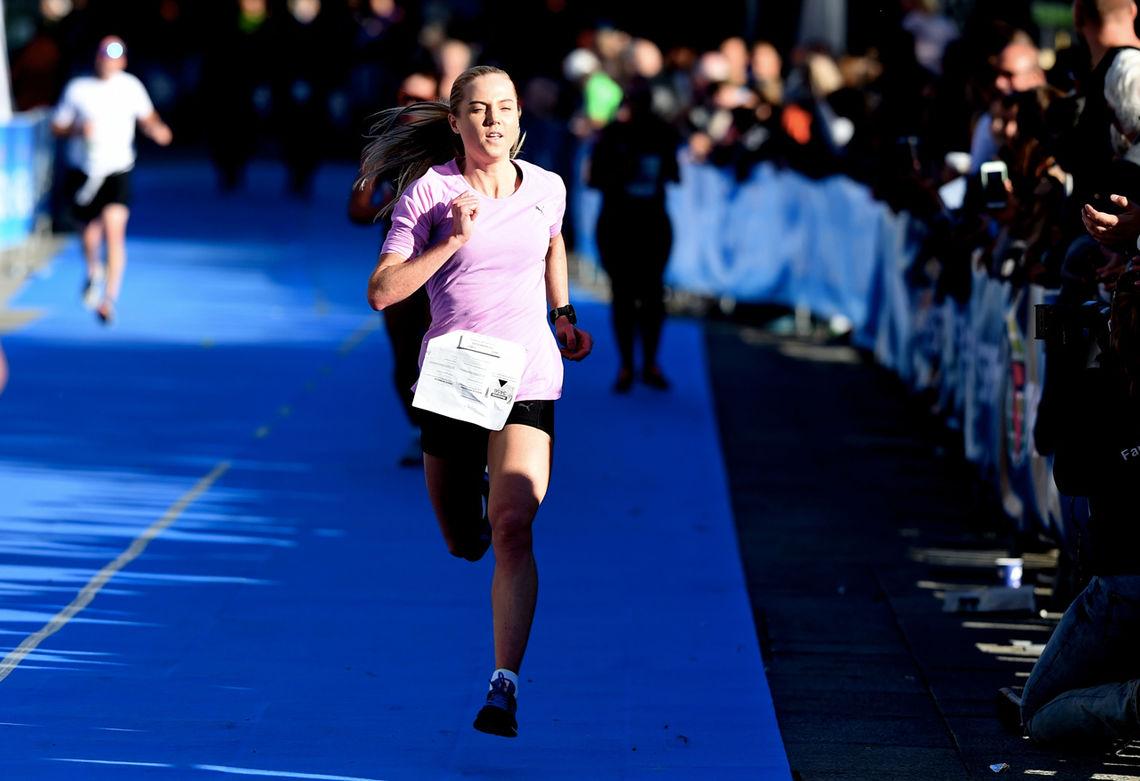 Kristine Eikrem Engeset spurter inn til seier på 10 km. (Foto: arrangøren)