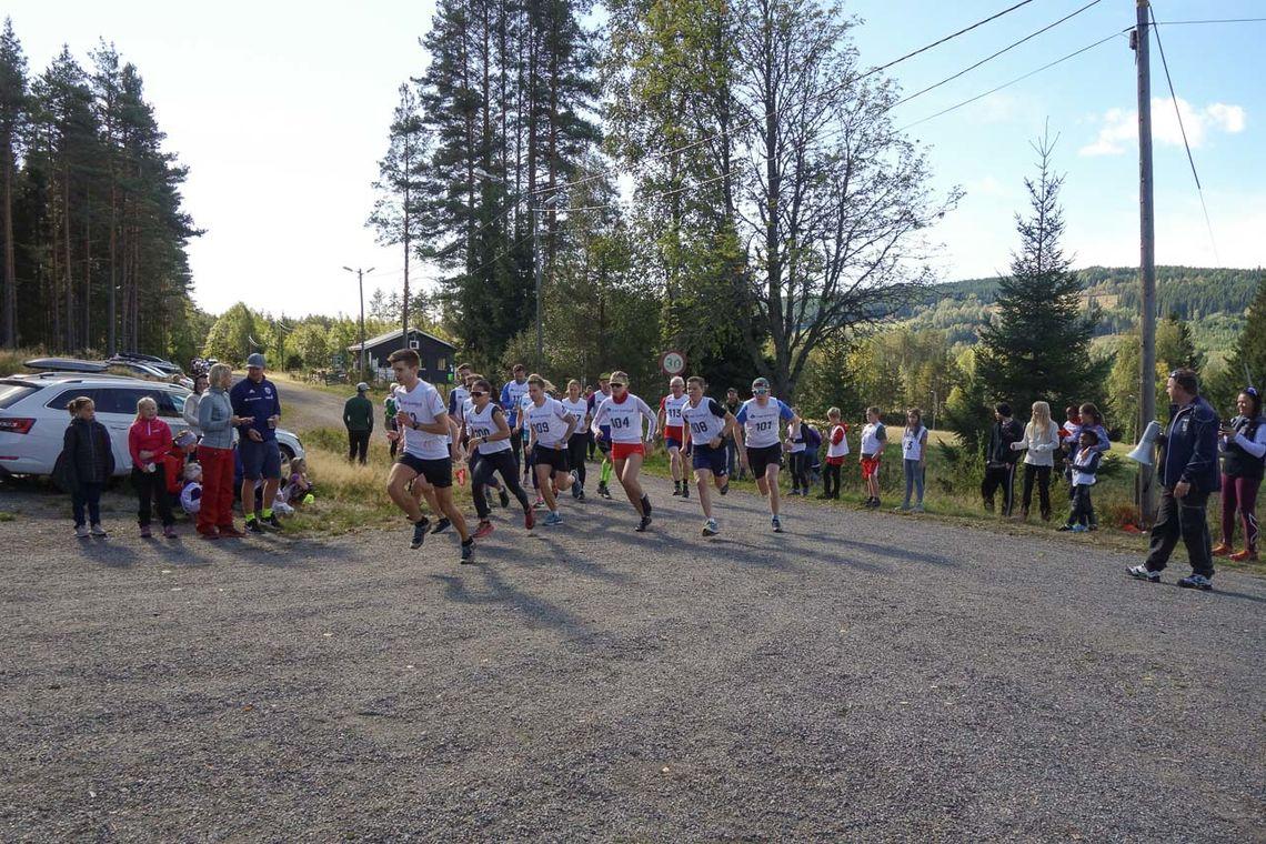 Jørgen Moen i front fra start da han løp  inn til en klar seier i Modilten fire dager før Gå-joggen på Greveløkka. (Foto: Vegar Myhrer)