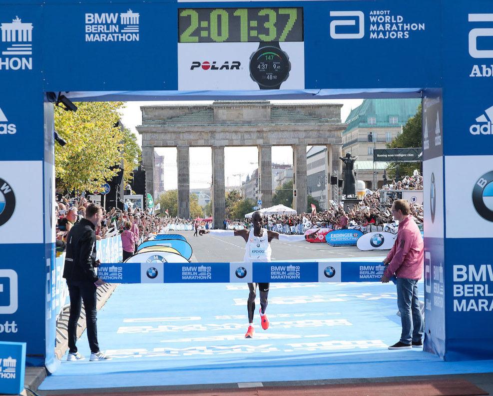 Eliud Kipchoge setter en rå verdensrekord i Berlin. Foto: SCC Events / Victah Sailer