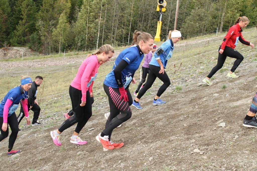 Bratt bakke for tøffe jenter i Oslos Bratteste. (Foto: Olav Engen)
