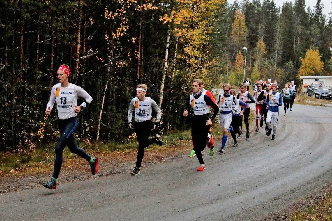 Magnus Torp Antonsen i tet etter 200 m foran Petter Sagen og Audun Nordaas.