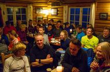 God stemning på Skjennungstua etter den åttende utgaven av Skjennungstua Opp. Foto: Stian S. Møller