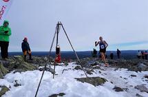 Even Brøndbo Dahl kan  trygt juble for seier på toppen av Trysilfjellet. (Foto: Bjørn Burås)
