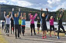Fellesskap: Trening på arbeidsplassen gir både bedre fysisk form og gode sosiale relasjoner. Her fra Kondis sin treningsgruppe som har trening hver tirsdag ved Sognsvann i Oslo. Foto: Bjørn Johannessen.