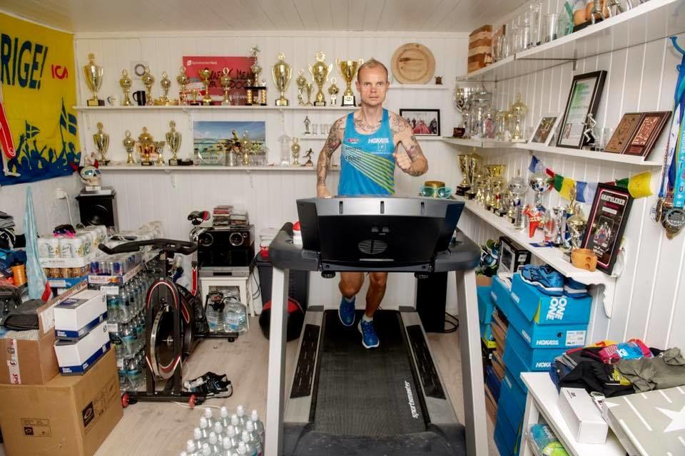 Bjørn Tore Kronen Taranger trener hjemme før rekordforsøket. (Foto fra Tarangers facebookside)