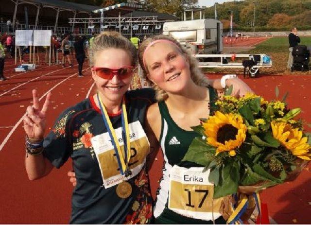 De to beste i kvinneklassen i årets Göteborg Marathon; Therese Falk (12) og Erika Lindeblad (17) (Arrangørfoto).