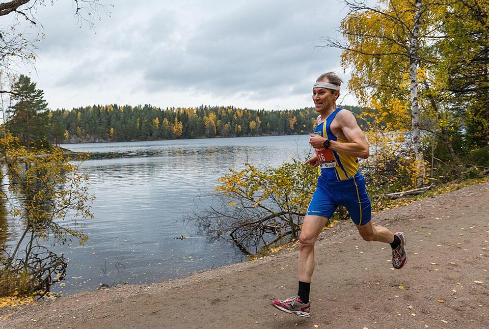 Mannen bak løpet: Her er det mr. Nøklevann Rundt, Bølers egen Herman Brun, som løper med Nøklevann i bakgrunnen. (Foto: Sylvain Cavatz)