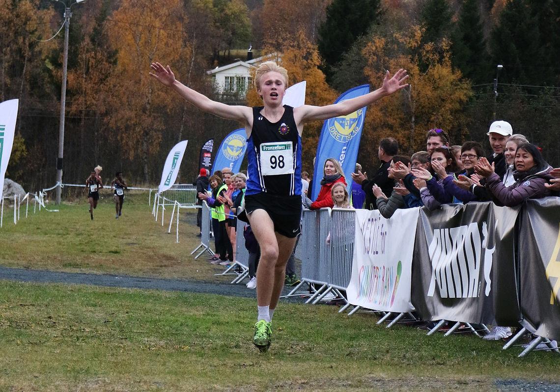 Håkon Stavik løp over mål som klar vinner i juniorklassen. (Foto: Ane Korsvold)