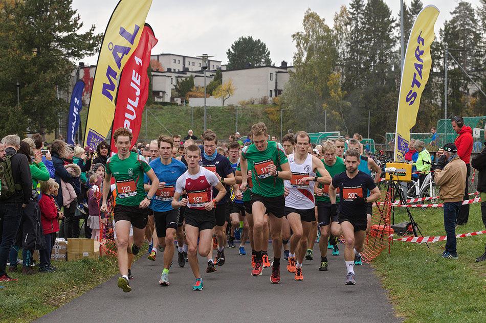 475b5d76 Fra starten på 10 km i fjorårets rekordløp med nesten 1000 deltakere bare  på den distansen