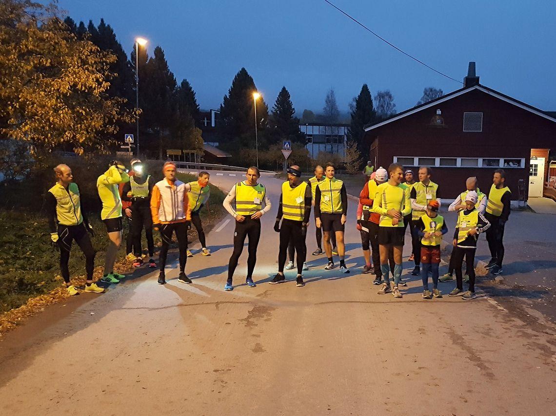 21 løpere klare til å løpe i gang Snøkuten for 40. gang. (Foto: Stein Arne Negård)