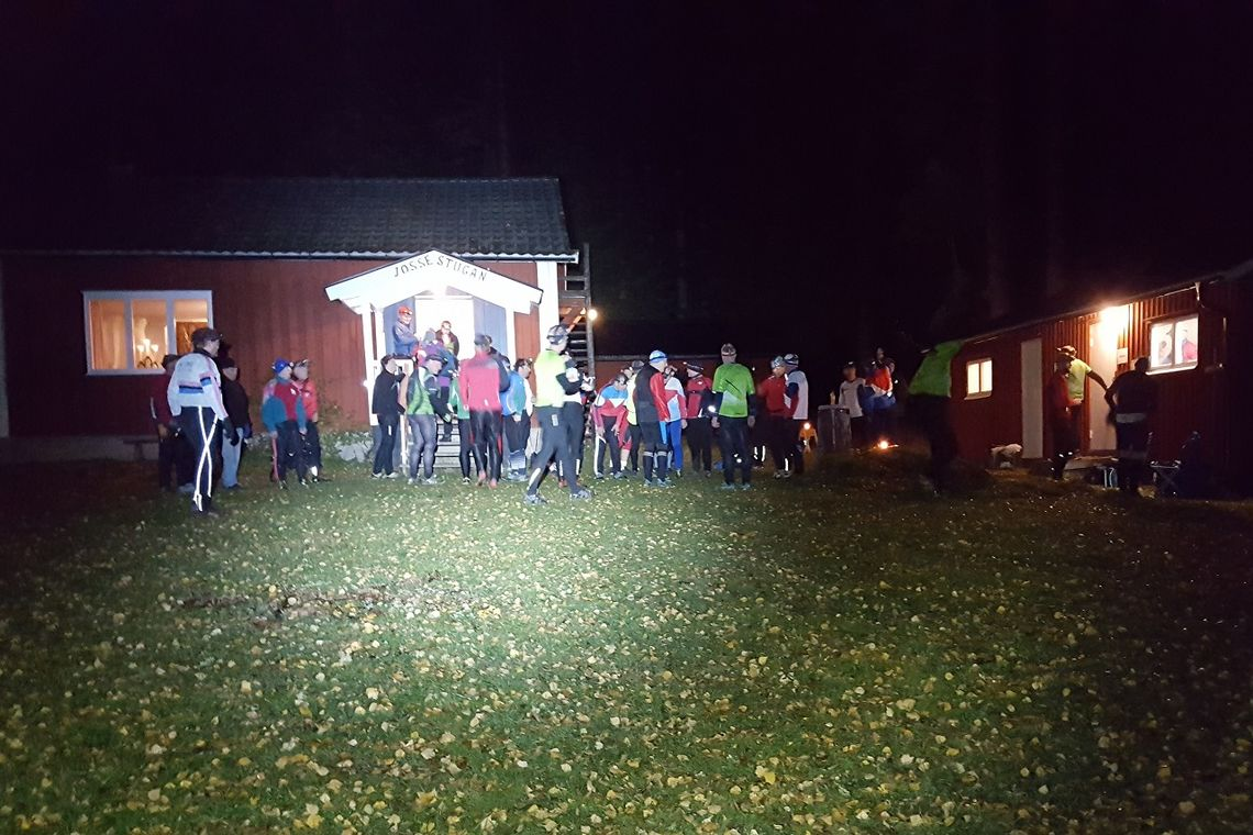 52 løpere stilte opp på onsdagskveldens nattjakt. (Foto: Stein Arne Negård)