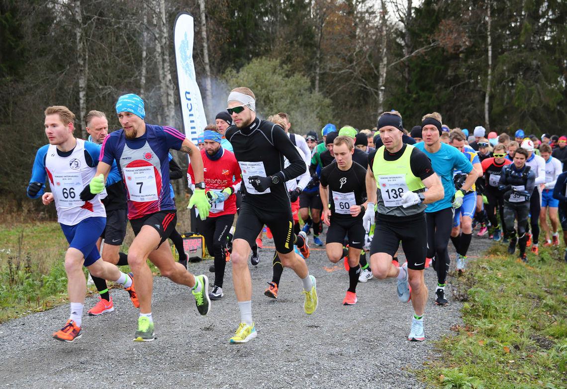 Fra starten på Lørenskog Halvmaraton i fjor. I år heter løpet Lørenskogløpet, men er fortsatt halvmaraton og KM halv for Oslo FIK og Akershus FIK. (Foto: Bjørn Hytjanstoep)