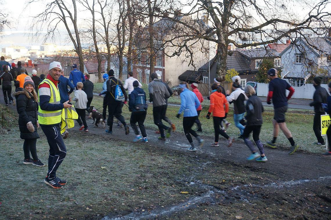 Det aller første Parkrun i Trondheim er i gang. Foto: Victoria Retallick