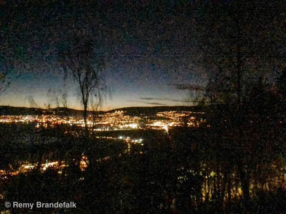 Drammen by night - eller rettere sagt; allehelgenskvelden. (Foto: Remy Brändefalk)