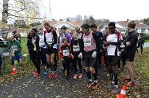 Mange deltakere til start i Novemberflåset. (Foto: Torbjørn Larsen)
