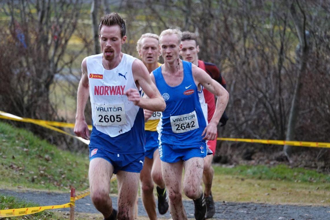 Ørjan Grønnevig med islandske Hlynur Andresson, svenske David Nilsson og danske Peter Glans hakk i hæl halvvis i løpet. (Foto: Fredrik Vedvik)