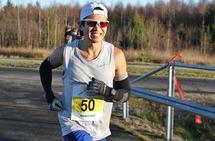 Håkon Urdal vant maraton på suverent vis med tiden 2.37:43. (Foto: Olav Engen)