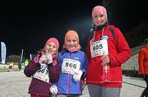 Celine og Amira Bergstø og Marita Dahle Isaksen kan nyte å være kommet i mål.