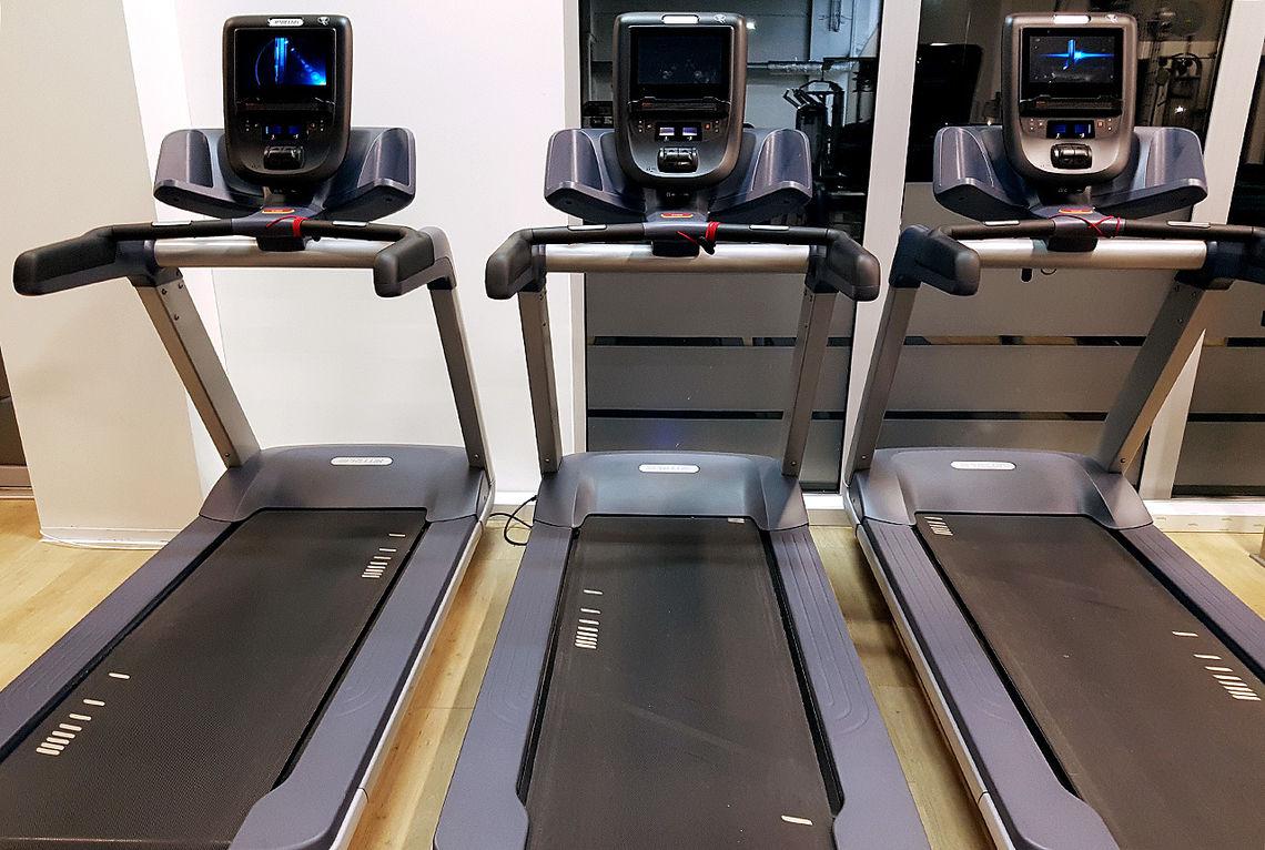 Hvorfor velger vi som oppvarming til ei treningsøkt å gå på tredemølla framfor å bruke gåturen til treningssenteret som oppvarming isteden? (Foto: Bjørn Johannessen)