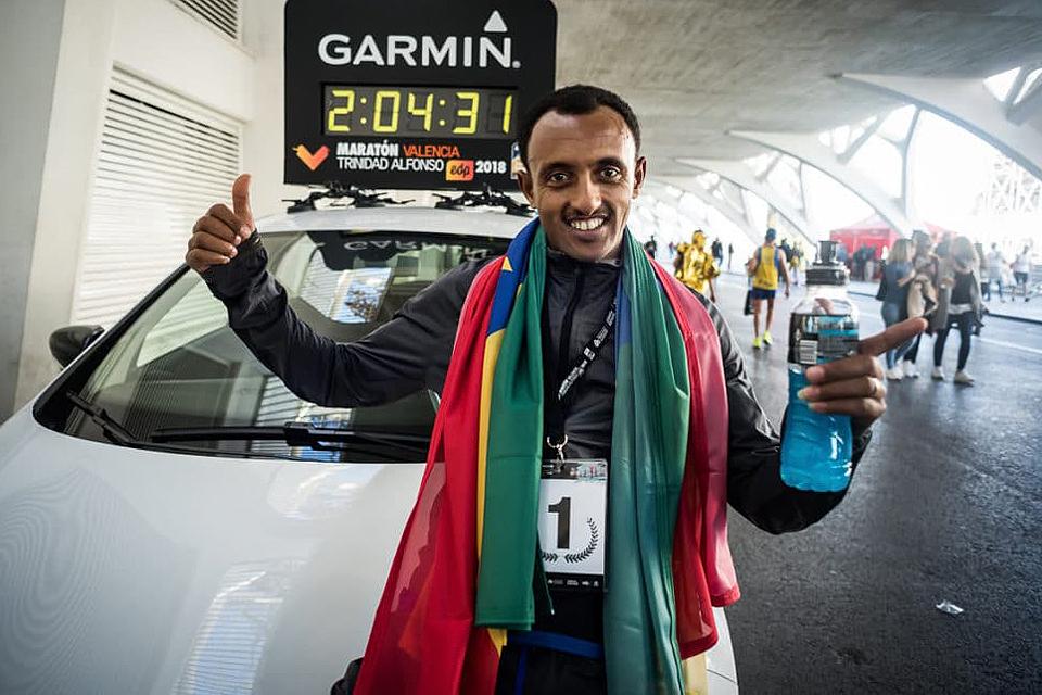 Crono-Leul-Gebreselassie_vinner_menn_maraton_med_foelgebi_960l.jpg