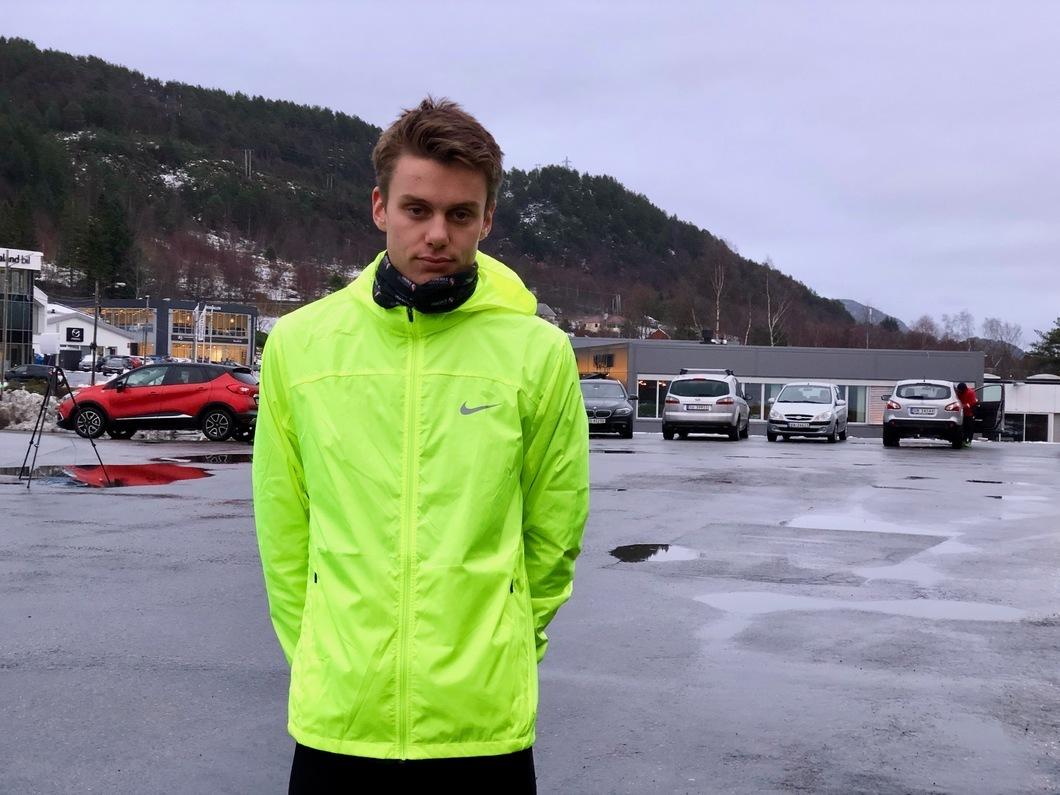 En litt alvorspreget Andreas Vangsnes 5 minutt før start på sin 5 km. Foto: Helge Fuglseth